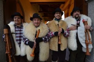 Avvento 2012 - una foto di gruppo all'ingresso di Villa Borghi a Biandronno (VA).