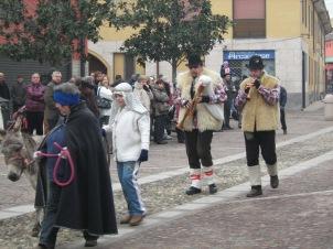 Epifania 2011. Gli zampognari partecipano al tradizionale Presepio Vivente di Arconate.