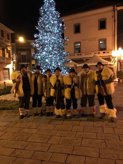 Avvento 2018 - Foto del gruppo al gran completo subito dopo la conclusione del presepe vivente di Cerano